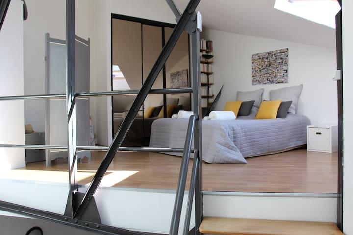 Appartement spacieux, calme,type loft avec garage.