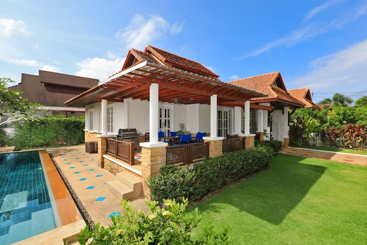 "Villa ""Sumali"" - 750 meters from Kamala Beach"