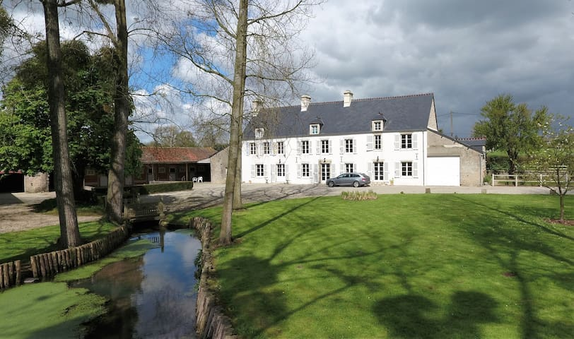 Tranquil tastefully renovated farmhouse - Orglandes