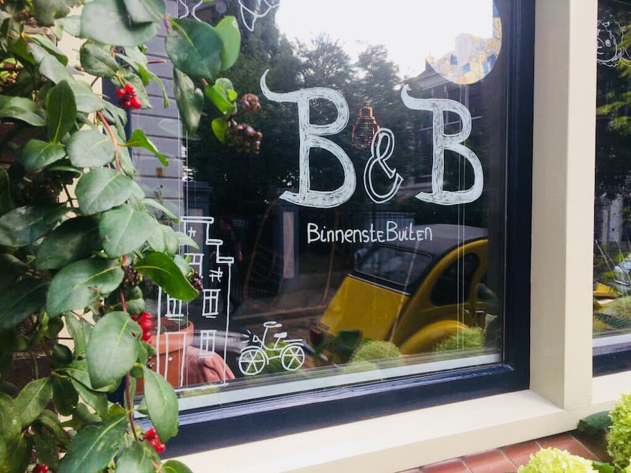Check this out: B&B BinnensteBuiten!