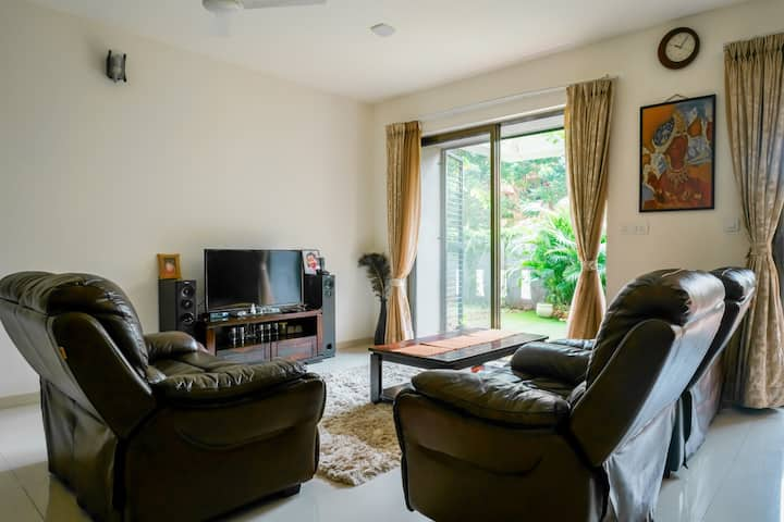 Upscale and spacious garden flat