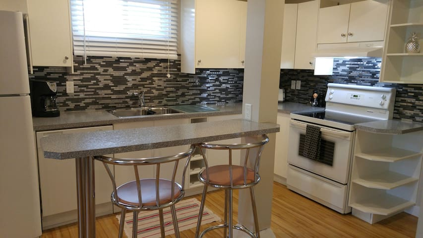 3 beds/Central/Entire private Suite/Marda Loop
