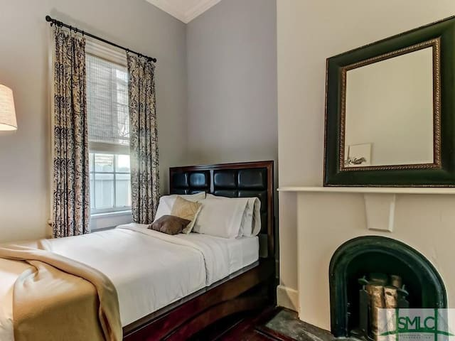 Private Room for two in historic home near Forsyth