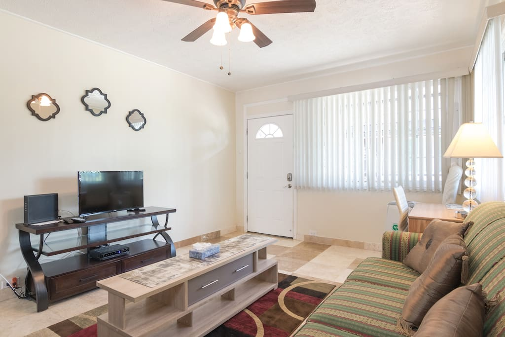 Quiet One Bedroom With Lanai Near Waikiki Beach Apartments For Rent In Honolulu Hawaii