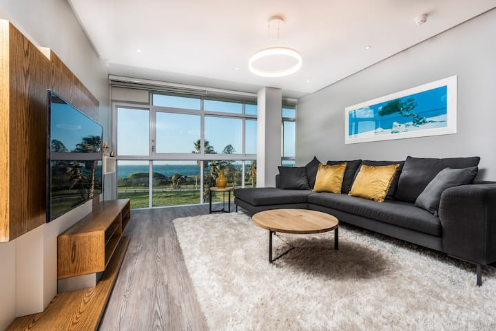 New and exclusive beachfront apartment