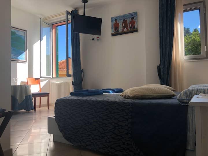 manuelsguesthouse.com hills view room