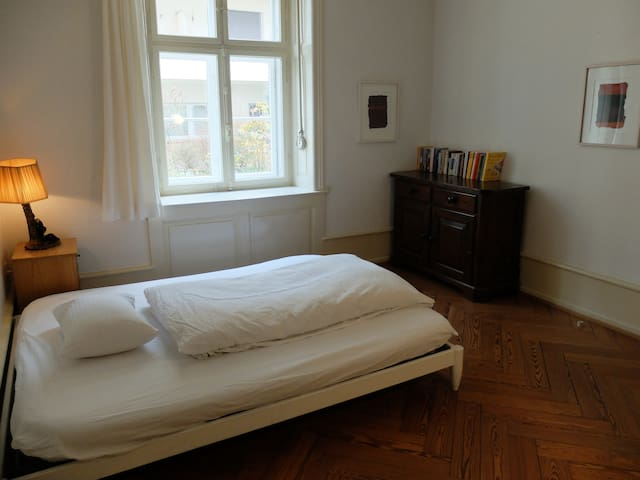 bedroom I with double bed 160cm, book-swap