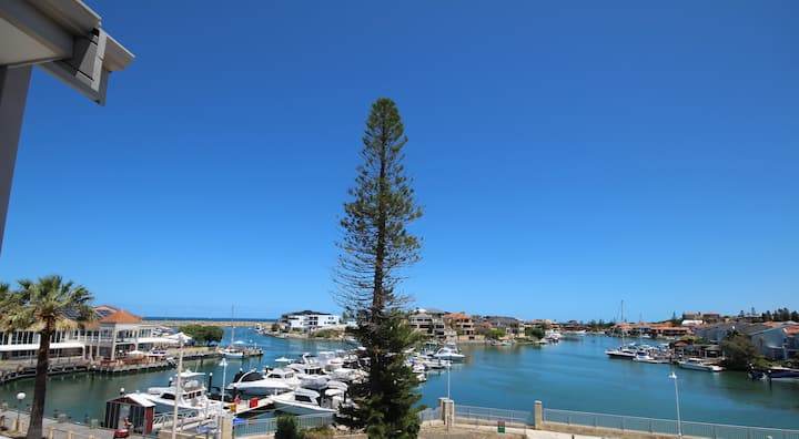 Escape at 'THE VIEW'  at Mindarie Marina