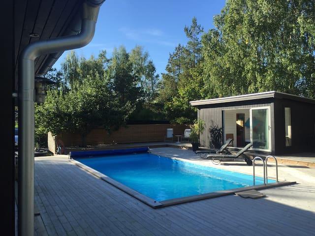 Peaceful spot w pool and sauna 15 min to Arlanda - Sigtuna V - Rumah