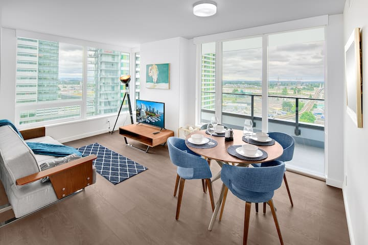 Chic condo near airport and downtown Vancouver