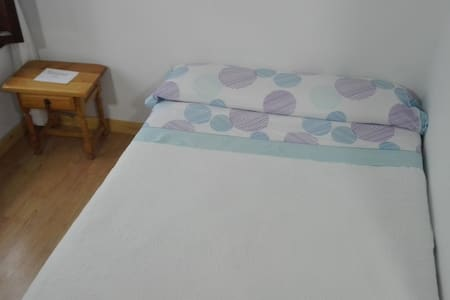 Hostel Santa Marina (Bulena) 103 - Buelna - Bed & Breakfast