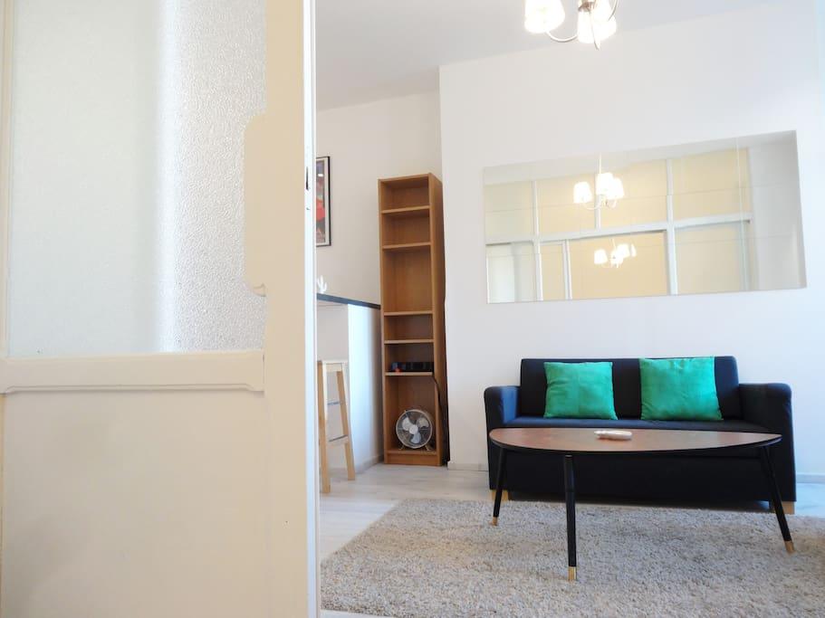 le bon panard flats for rent in marseille provence. Black Bedroom Furniture Sets. Home Design Ideas