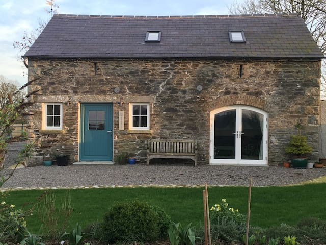 Beautifully Renovated & Cosy Stone Stable