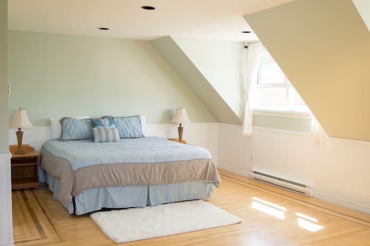 Bedroom 5: king