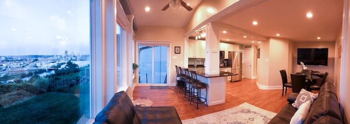 Grand VIEW • Natural Light • 7 Beds • Sleeps 11!