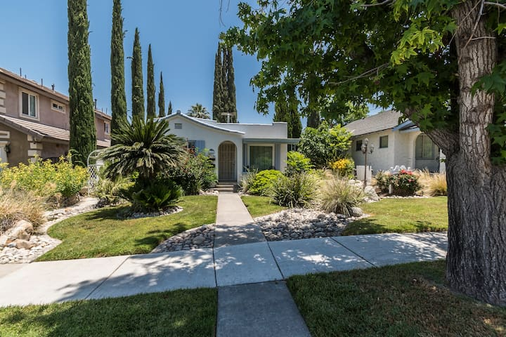 Walking Distance to LLUMC - Citrus Cottage