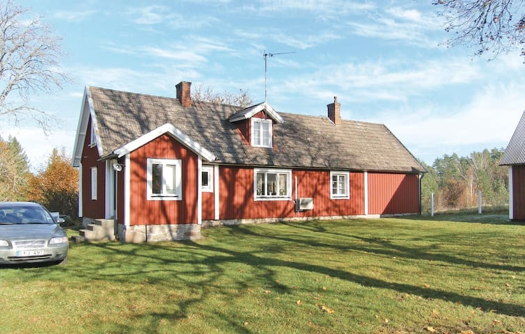 Former farm house with 3 bedrooms on 110m² in Olofström