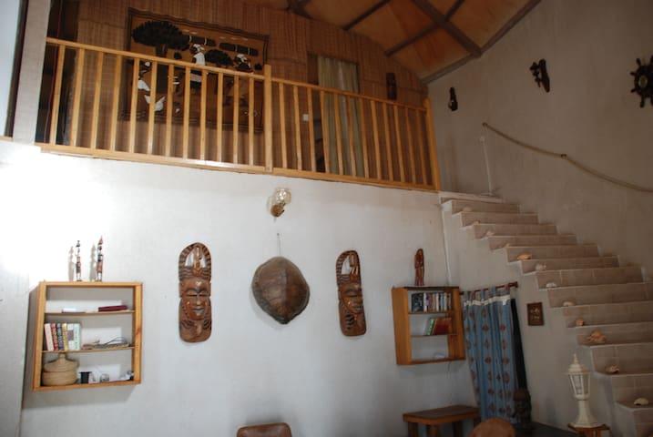 Maison pies dans l´eau a Palmarin - Palmarin - Hus