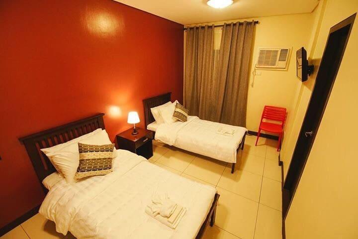 Happy Makati Hotel Room for 4