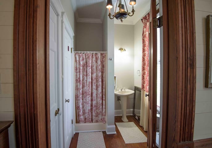 Bluebonnet Boudoir Suite (bathroom)