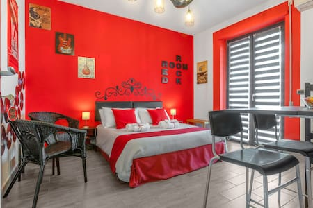 Red Rock Room Lake Vico - independent