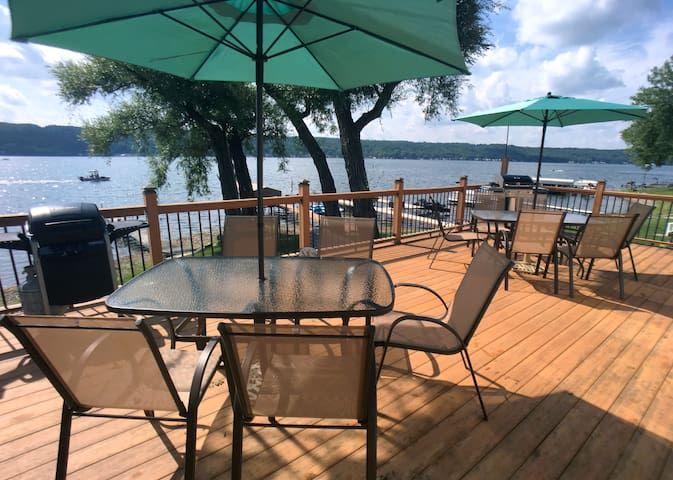 Stunning lakefront views and modern comfort - Conesus - Huis
