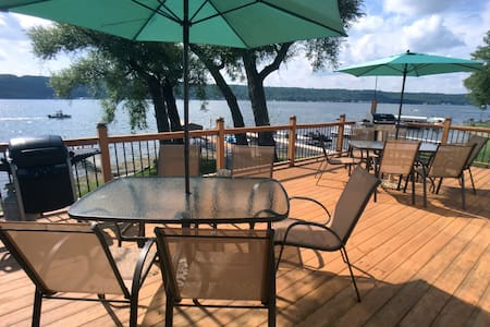 Stunning lakefront views and modern comfort - Conesus - 独立屋