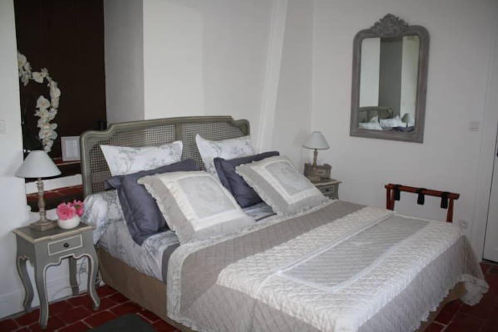 chambre d h tes du mont saint laurent maison d 39 h tes louer mesmont bourgogne franche. Black Bedroom Furniture Sets. Home Design Ideas