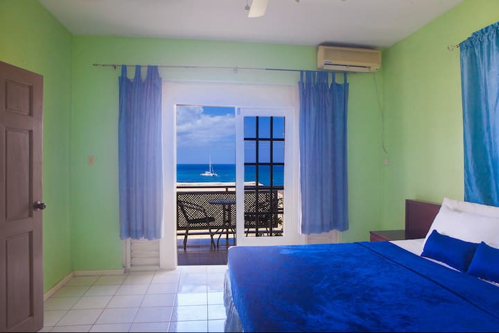 12 Oceanfront Bedroom Suite Mobay Hip Strip