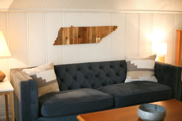 Cozy, Newly Renovated Attic Apartment
