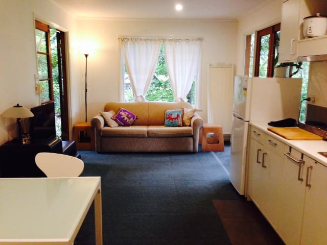 Leafy and Private river precinct - Yeronga - Apartament