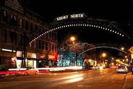 Victorian Village and Short North Getaway. Simple! - Columbus - Pis