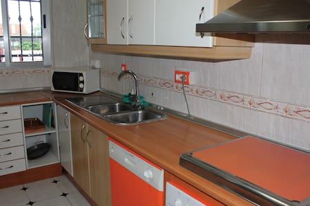 Chalet de 4 dormitorios en Torrepalma a 15 km - Carmona - Villa
