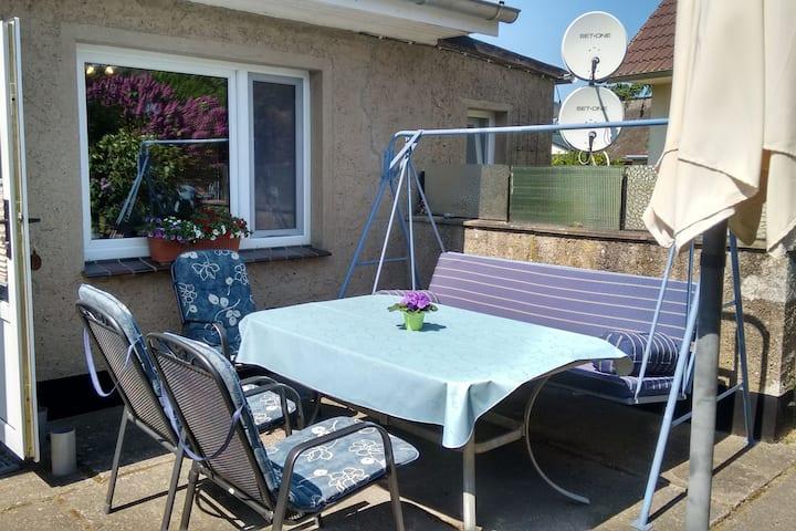 Comodo bungalow a Fuhlendorf con terrazza, BBQ e giardino