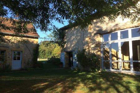 Maison de charme au  coeur de la nature. - Saint-Martin-du-Lac - Hus