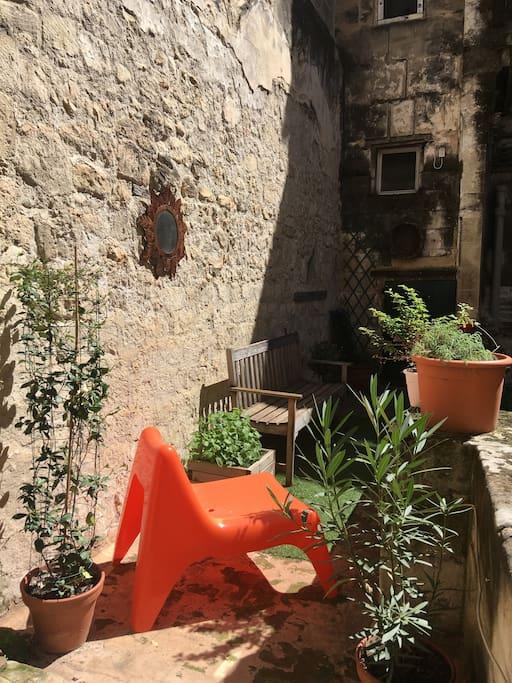Terrasse privative pour petite dînette ou bain de soleil au calme