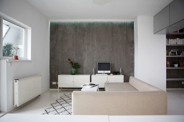 Minimalistic Rooftop Apartment with a View - Berlin - Flat