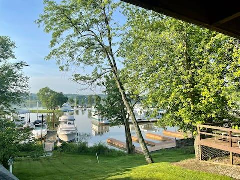 Harbor View Camper, Large Deck, Sleeps 8 on River