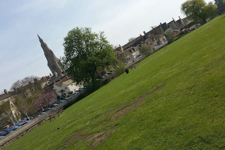 Stamford town centre: comfy room - Stamford