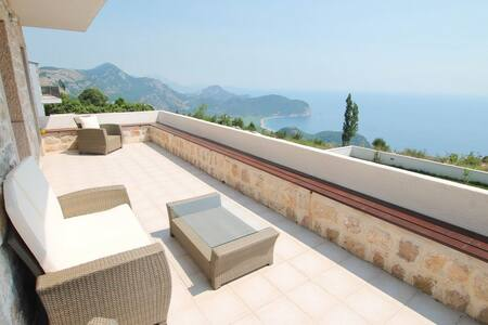 Charming villa with swimming pool - Петровац