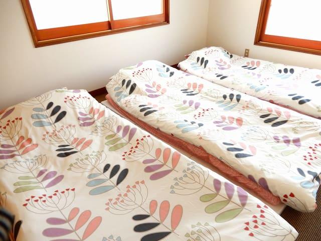 Japanese Futon bed (2nd floor) 日式蒲团床(2楼)