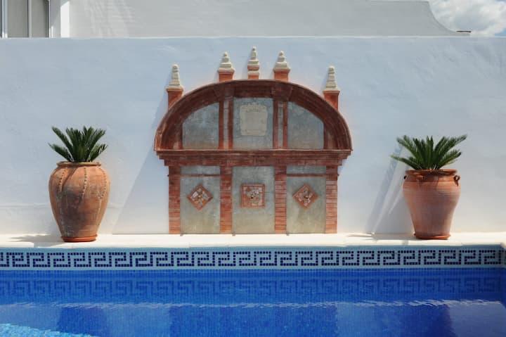 Casa Raquel,  con piscina, vistas al mar y montaña