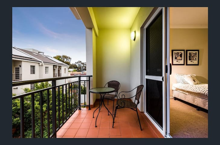 Modern Central Apartment. Wifi - West Perth - Pis