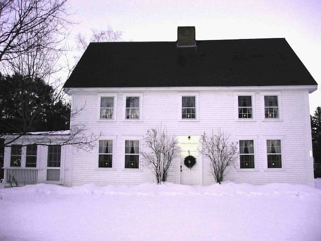 1795 Colonial in  Historic District - Canaan - Casa