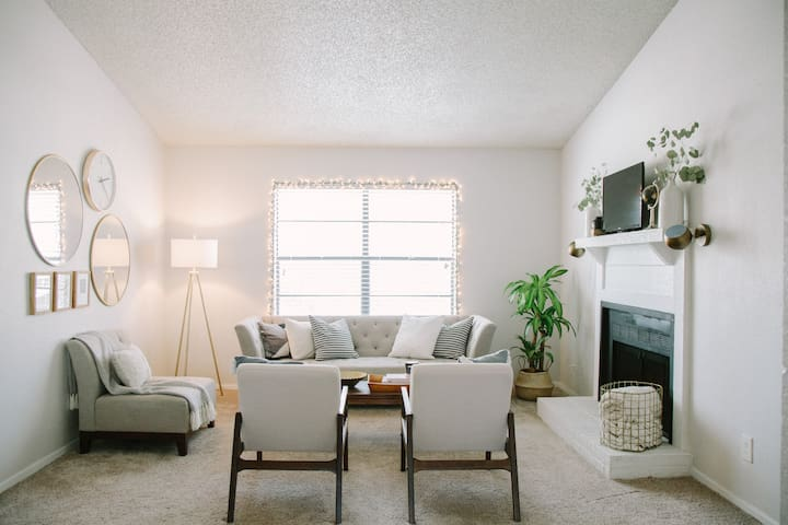 Mid-Century Apartment by DFW Airport