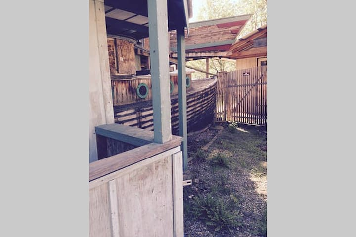 Sleep in a real boat attached to a Funky House! - Spokane Valley - Haus