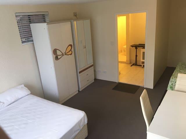 Cacatua's place - Kogarah Bay