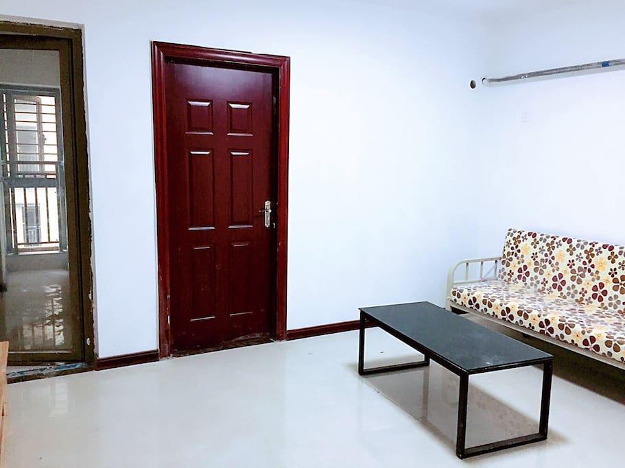 宽敞的独立客厅