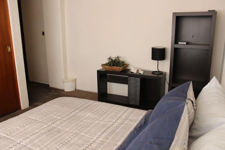 Cómoda habitación en la  Del Valle