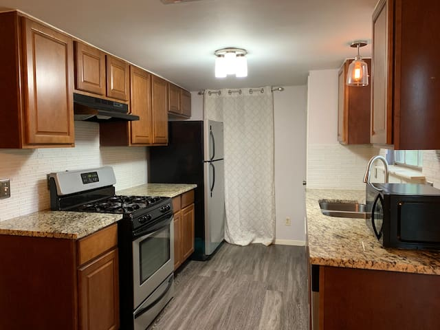 Private Room w/ Full Bed near Downtown ATX | Value